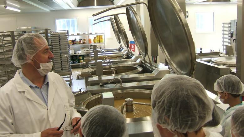De jeunes lillois visitent la cuisine centrale for Stage de cuisine lille