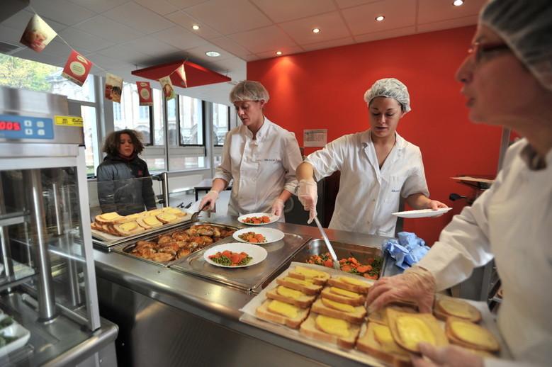 Le temps du midi coles maternelles ducation et for Agent en restauration collective