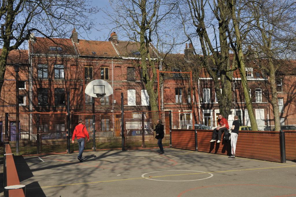 Terrain De Basket Du Square Lardemer    Nos  U00e9quipements